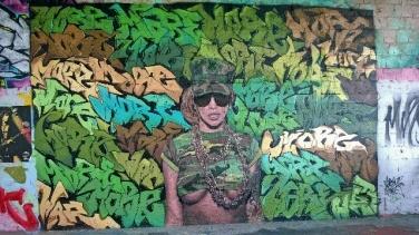 street-art-girl-teufelsberg