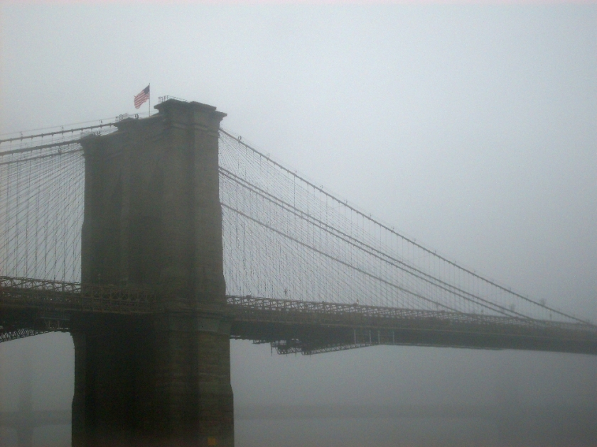brooklyn-bridge-im-nebel