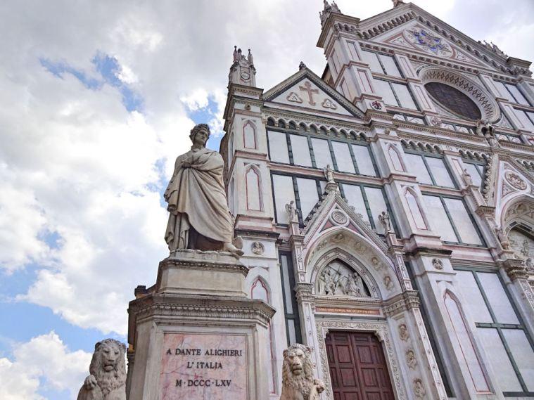 fassade-santa-croce-mit-dante-statue