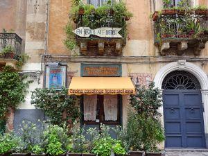 balkone-mit-gruenen-pflanzen
