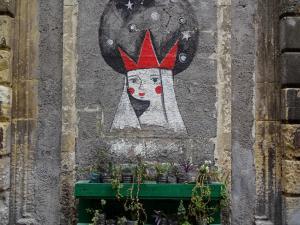street-art-koenigin-mit-krone