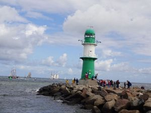 gruen-weisser-leuchtturm