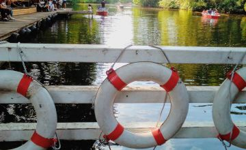 schwimmringe-an-bootssteg