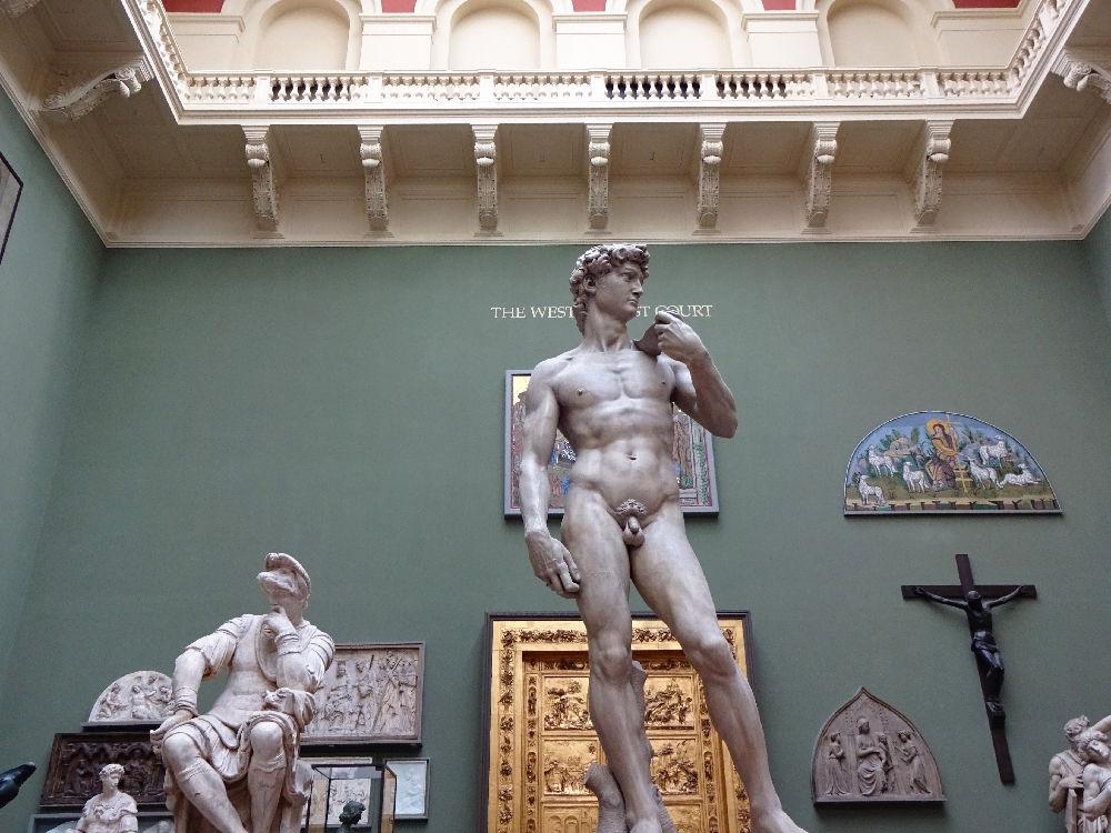 kopie-von-michelangelos-david-im-victoria-und-albert-museum