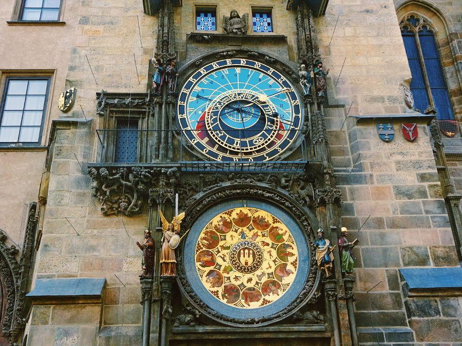 astrologische-rathausuhr-altstaedter-ring