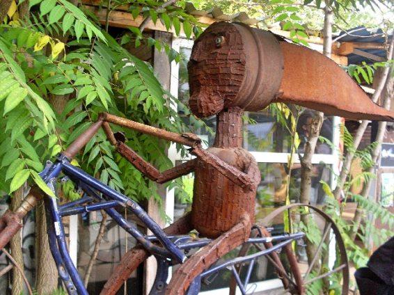 skulptur-auf-fahrrad