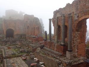 amphitheater-im-nebel