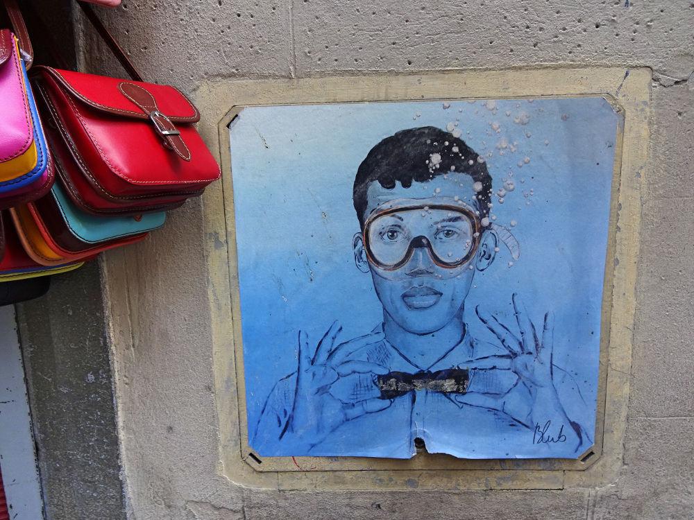 mann-mit-fliege-und-taucherbrille