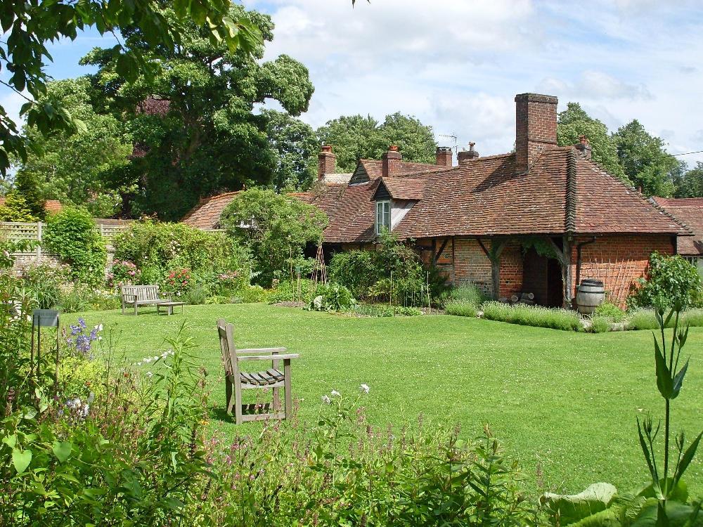 englisches-landhaus-mit-garten