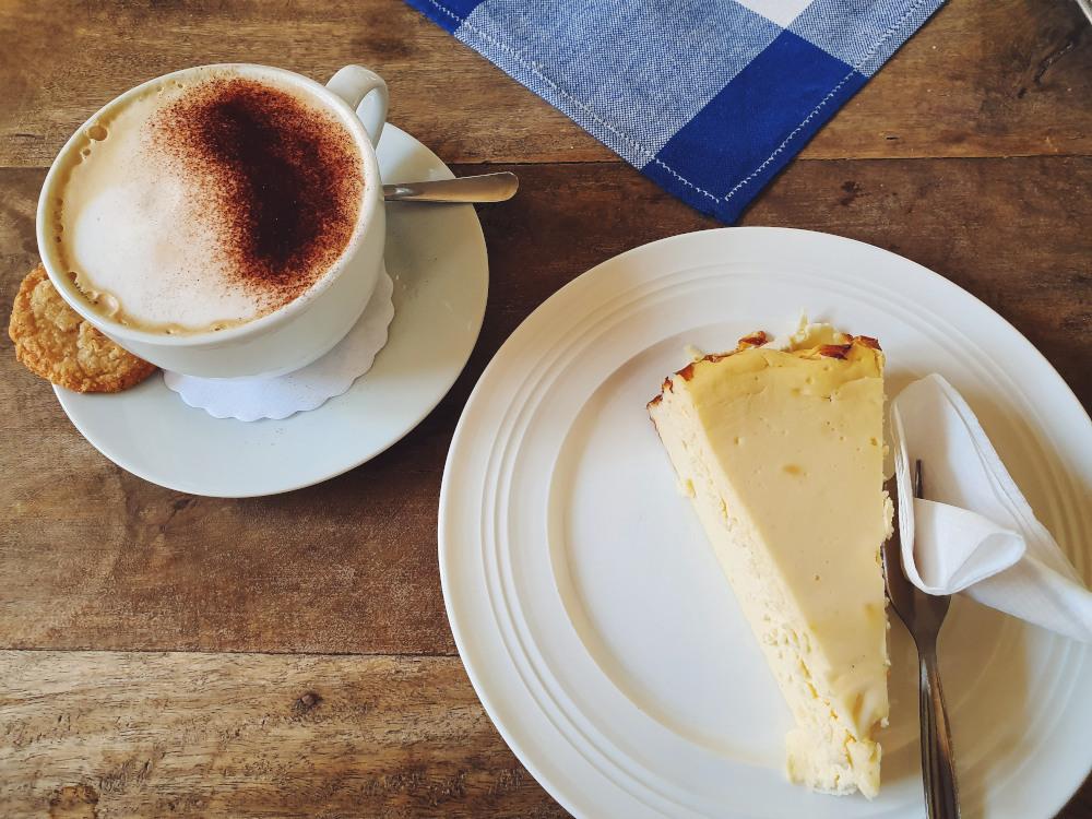 kaesekuchen-und-kaffee