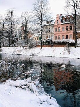 fluss-im-winter